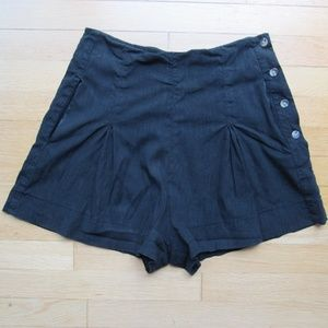 Vince Side Button Back Pocket Solid Pleat Shorts